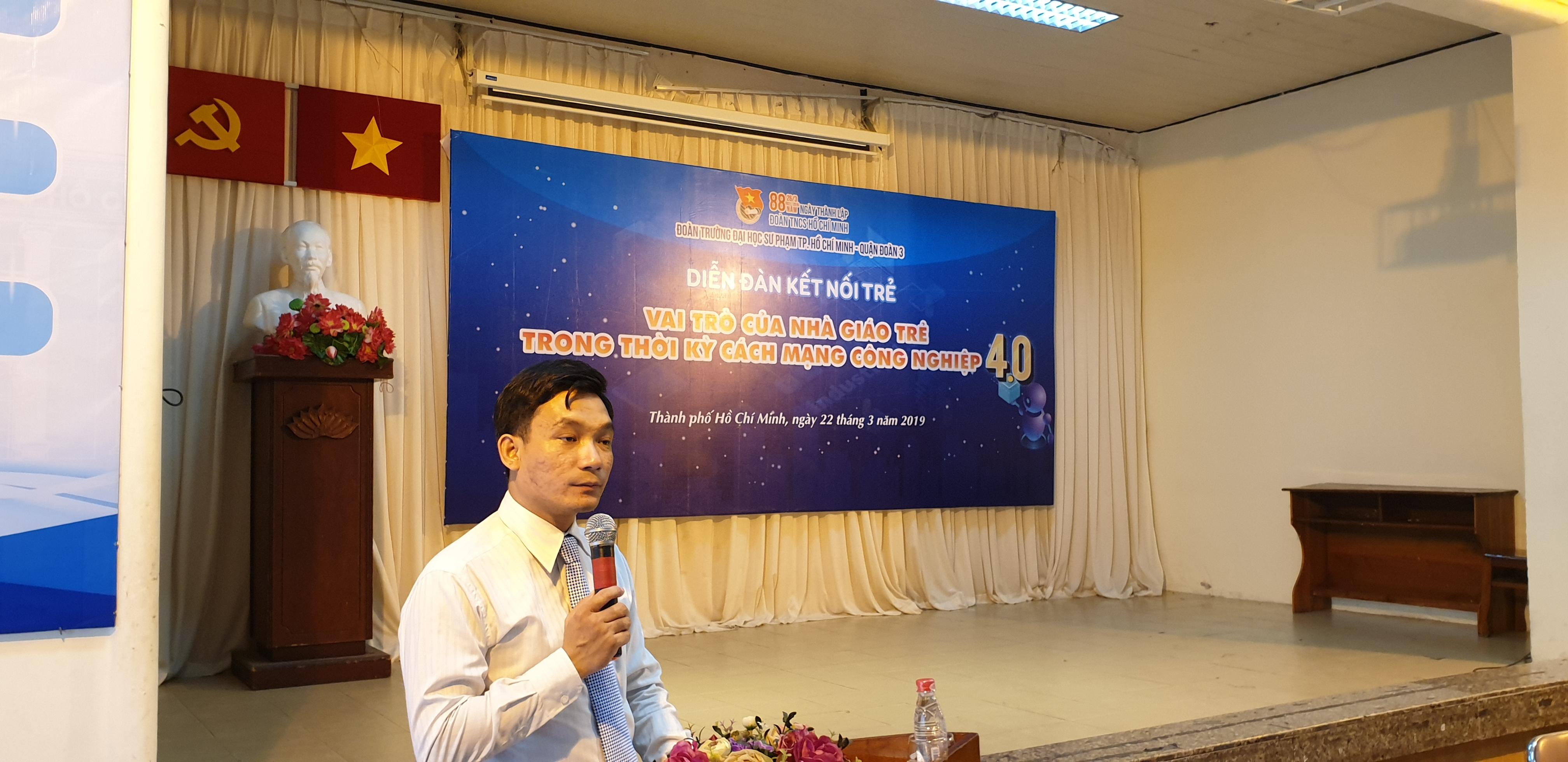 Đồng chí Huỳnh Phẩm Dũng Phát - Phó Bí thư Đoàn Trường phát biểu định hướng tại diễn đàn